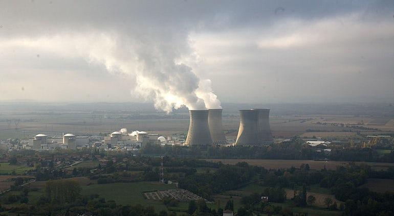 Regulator Approves 900-MW Reactor Lifetime Extensions